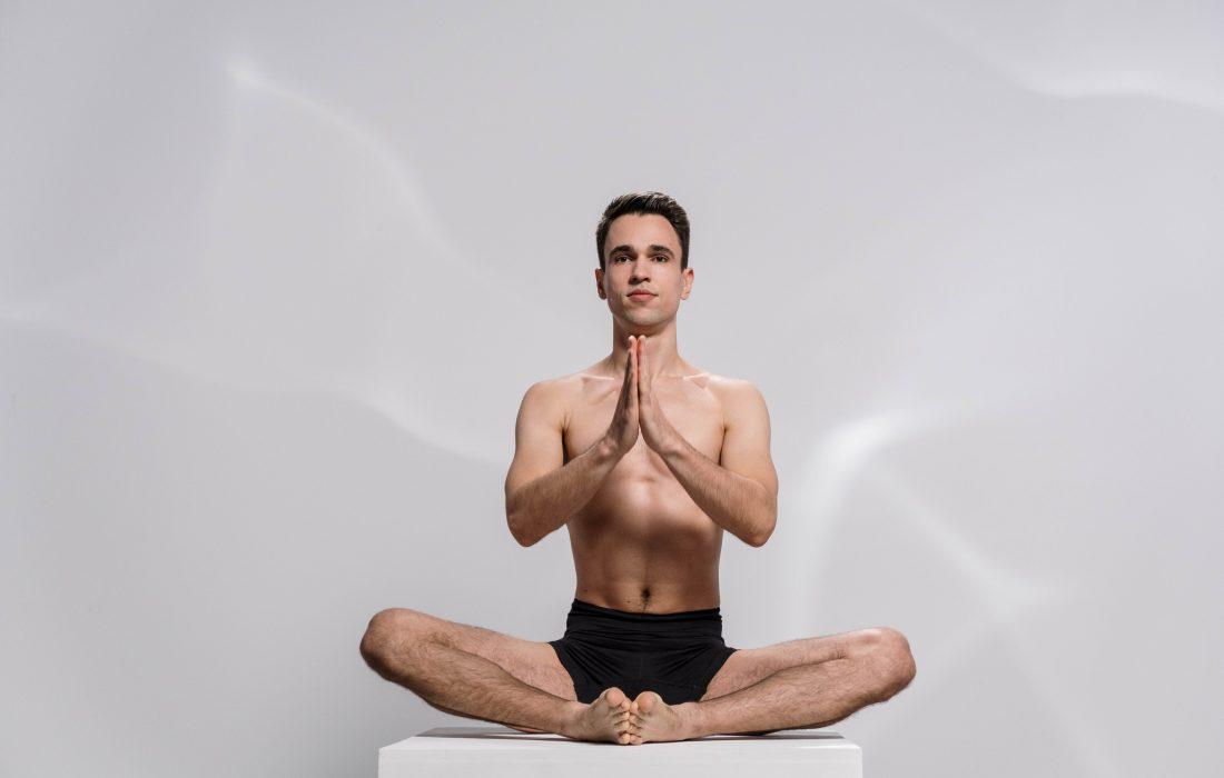 یوگای هاتا را برای خوشبختی تمرین کنید