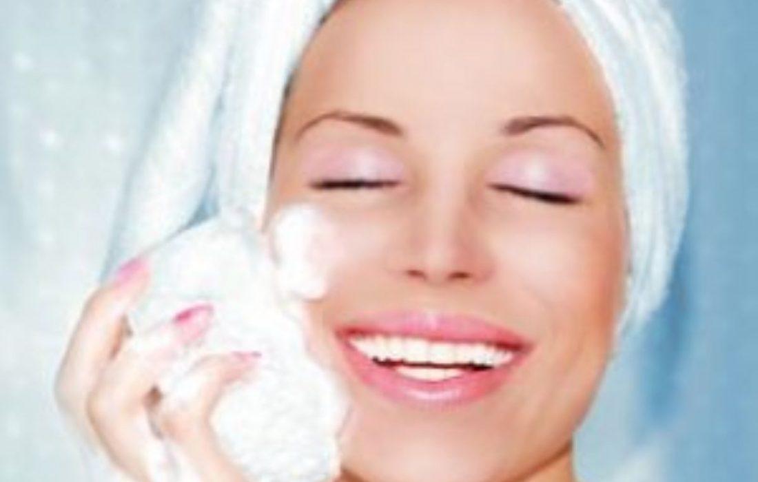پاک کننده های آرایشی طبیعی که می توانید در منزل درست کنید