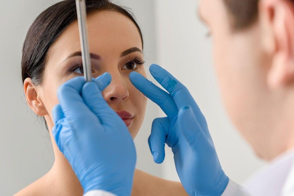لیفت بینی به چه روشهایی انجام میشود؟