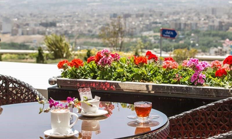 شکم گردی در هتل اسپیناس پالاس تهران